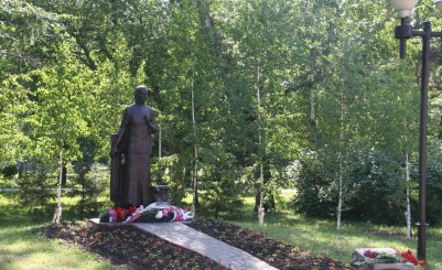 Monument to A.A. Larionova, Mother of the Russian Soldier